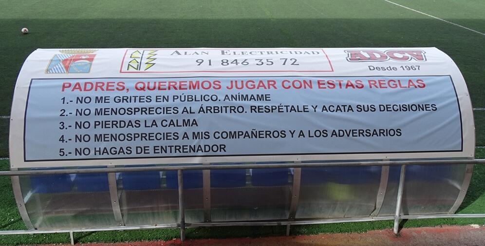 La ADCV instala letrero con normas de comportamiento en el Alberto Ruiz