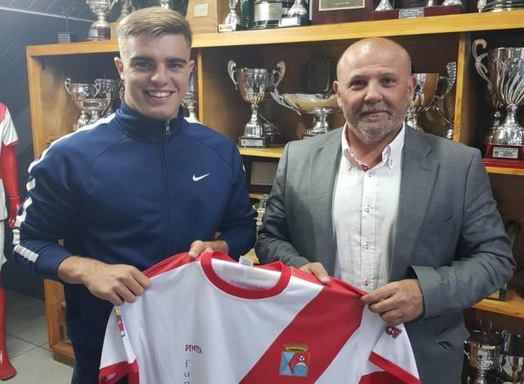 Carlos Mencey Muñoz Bello, Juventud y polivalencia para el primer equipo Del Colmenar