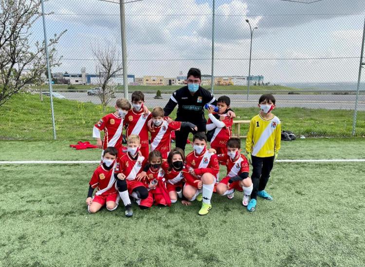 Muy buen futbol y victoria final del Prebenjamin B en el Lorenzo Rico de Colmenar Viejo