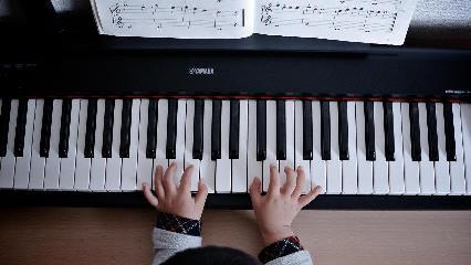 Manos piano niño